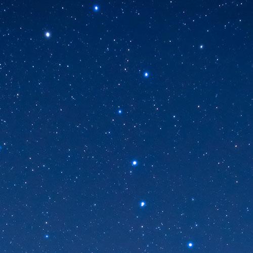メイン写真:天体望遠鏡で星空を観察しよう