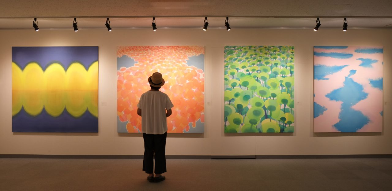 メイン写真:ワークショップ「親子で描こう―滞在アーティストとテーマや画材を共有して―」