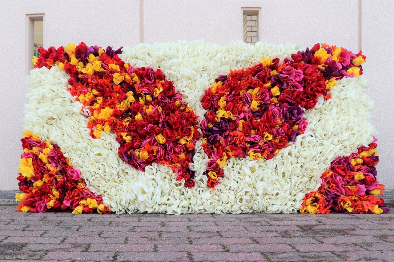 写真1:チューリップのお花で花絵をつくろう!(にいがた花絵プロジェクトinゆいぽーと)