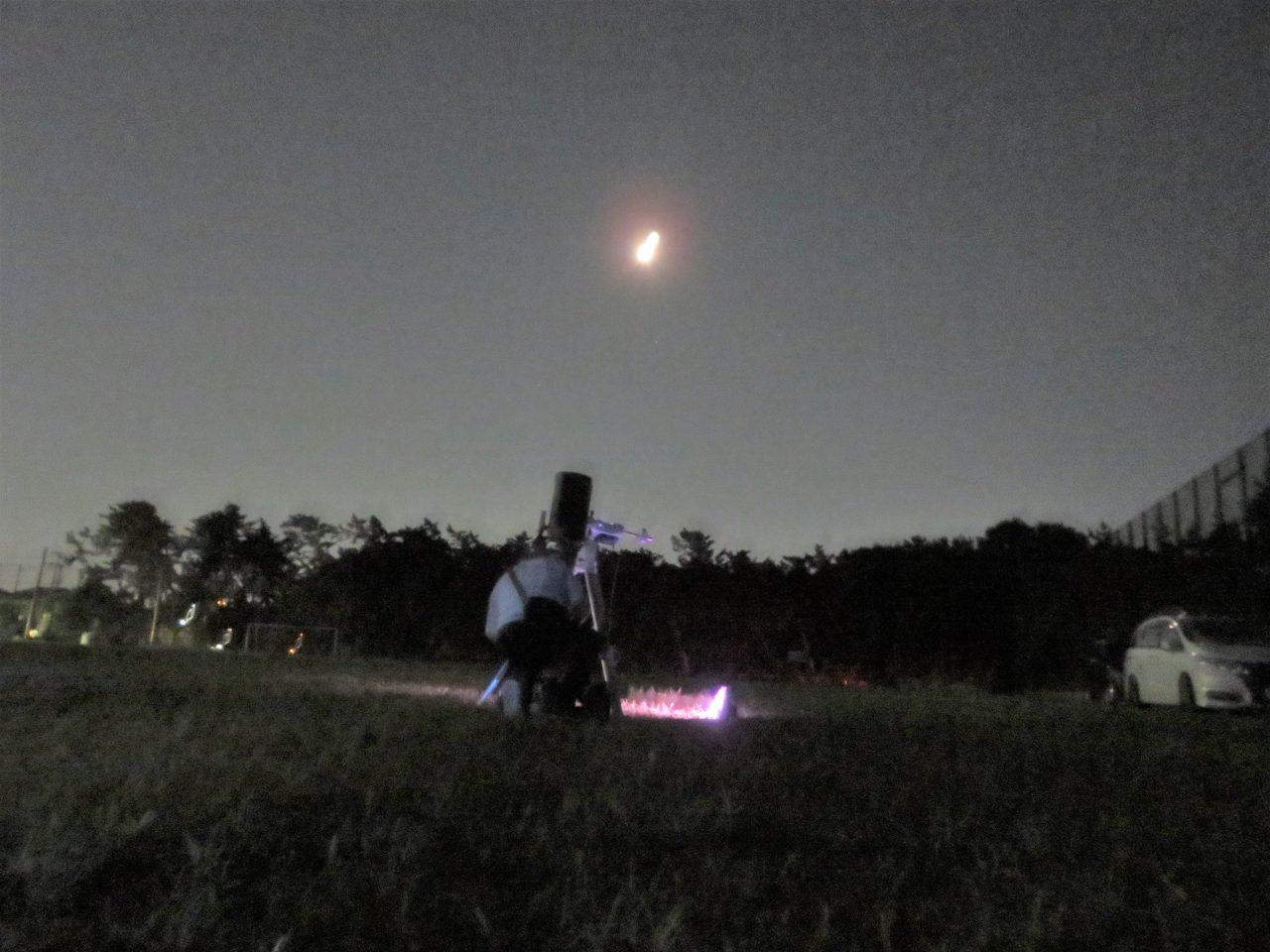 写真1:天体望遠鏡を使って星空を観察しよう
